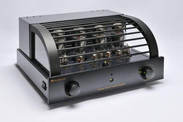 001-PrimaLuna-DiaLogue-Premium-Integrated-Amplifier---voorzijde-schuin-met-kap